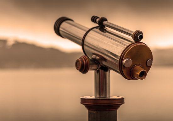 יועץ עסקי הוא זוג עיניים וטלסקופ לעסק שלכם